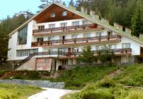 Skalni mostove hut Rhodopes mountain